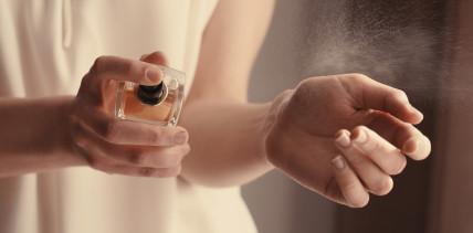 Das 1x1 der Düfte: 5 Tipps wie Parfum lange glücklich macht