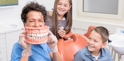 Basler Schulzahnklinik: Seit 100 Jahren für gesunde Kinderzähne