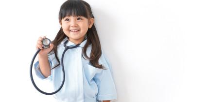 Umfrage:Viele Eltern wünschen sich Arzt-Job für ihr Kind