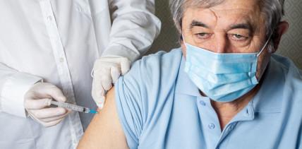 Brinkhaus hält Corona-Impfungen durch Zahnärzte für denkbar