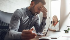 Studie: Deutsche sind Dauer-Sitzer mit Stressproblemen