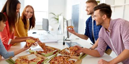 Studie zu Arbeitszeiten offenbart: Überstunden machen dick