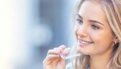 Studie: Frauen haben mehr Lust auf gerade Zähne