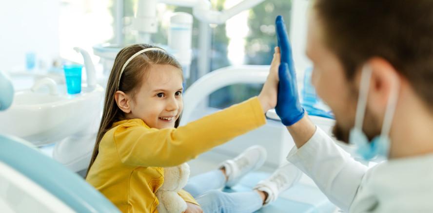 Stiftung Kindergesundheit: Wie Fluoride Kinderzähne schützen
