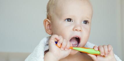 Karies bei Kleinkindern: Neue Leistungen ab 1. Juli 2019
