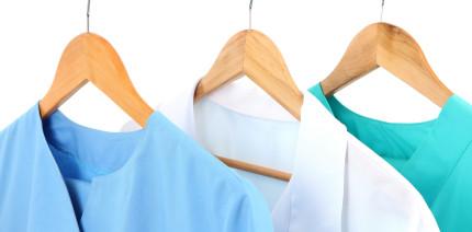 Pflicht zur Dienstkleidung: Chef muss die Umkleidezeit vergüten