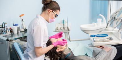 Zahnreinigung –  Neue Methodenzur Reduzierung von Aerosolen