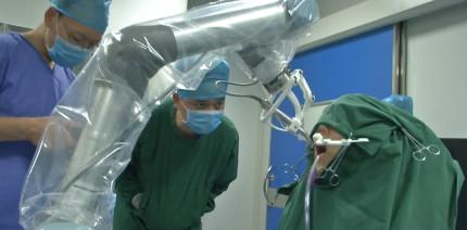 Weltweit erste robotergesteuerte Zahnimplantation geglückt