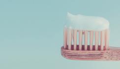 Für empfindliche Zähne: Sensitiv-Zahnpasta muss nicht teuer sein