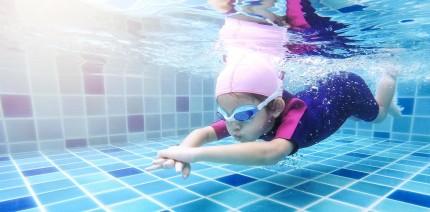 Häufiger Zahnverfärbungen bei jungen Schwimmern