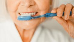 Risikogruppe Senioren: Mundhygiene in Corona-Zeiten besonders wichtig