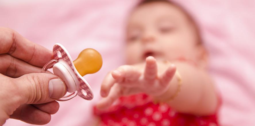Die Top 5 der schlechten Mundgewohnheiten von Babys