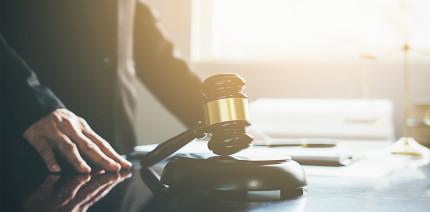 Behandlung trotz Corona: Zahnarzt nun vor Gericht
