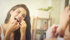 Forscher: Zusammenhang zwischen Zahnseide & kognitiver Gesundheit