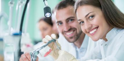 Frauenpower im Zahntechniker-Handwerk