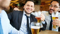 Verstoß gegen Alkoholverbot muss nicht den Job kosten