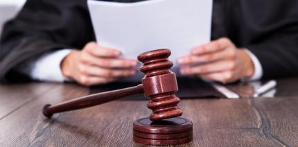 Zwei Zahnärzte wegen Betrugs vor Gericht