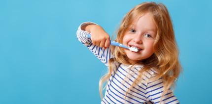 DAJ aktualisiert Empfehlungen zu Fluoridgehalt in Kinderzahnpasten