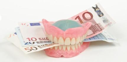 Fragwürdige Laborrechnungen: Strafprozess gegen Zahnärztin