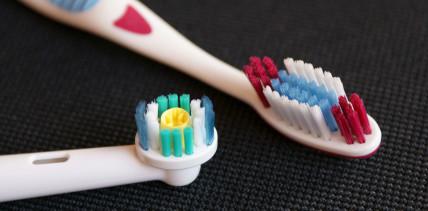 Elektrische oder Handzahnbürste? Putztyp ist entscheidend!