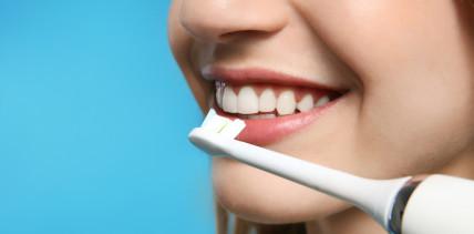 Für schlappe 8 Euro: Elektrische Zahnbürste überzeugt im Test