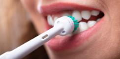 Greifswalder Studie: Elektrische Zahnbürsten beugen Zahnverlust vor