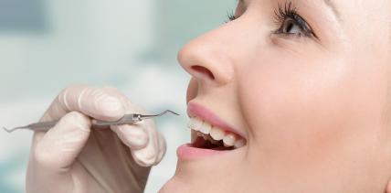 Zahnärzte dürfen Zahnreinigung nicht zum Festpreis anbieten