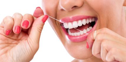 Nutzen von fluoridversetzter Zahnseide: Sinnvoll oder nicht?