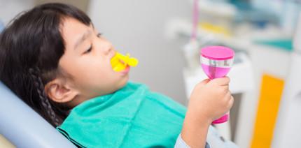 Studie: Fluoridlack im Vorschulalter wirklich sinnvoll?