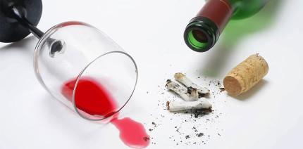 Nikotin und Alkohol beeinflussen die Haltbarkeit von Füllungen