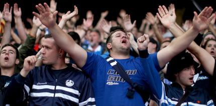 Was macht Man(n) im Fußballstadion? Zähne putzen!