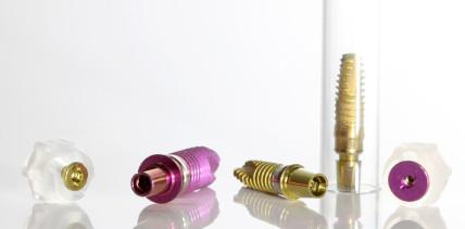 Implantate mit Mikrogewinde verbessern die Osseointegration
