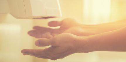 Studie: Wie Händetrockner Keime verteilen