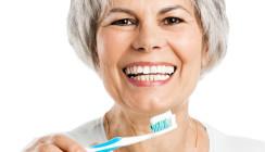 Implantate brauchen dieselbe Pflege wie natürliche Zähne