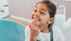 Experten: Kinder gehen zu spät und zu selten zum Zahnarzt