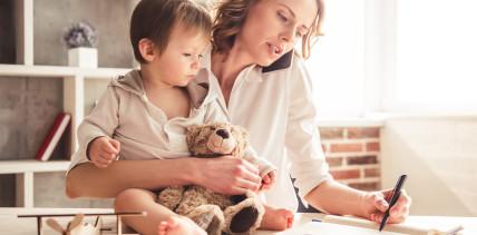 Urteil: Krankes Kind am Arbeitsplatz ist kein Kündigungsgrund