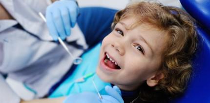 """Wann darf sich ein Zahnarzt als """"Kinderzahnarzt"""" bezeichnen?"""