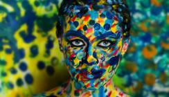 Das Gesicht als Leinwand – Studentin erschafft kleine Kunstwerke