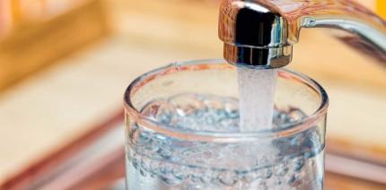 Schützt mit Fluorid versetztes Leitungswasser vor Karies?