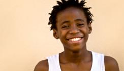 Lenny Kravitz verschenkt auf den Bahamas gesundes Lächeln