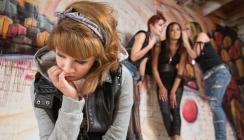 Bruxismus bei Jugendlichen kann ein Hinweis auf Mobbing sein