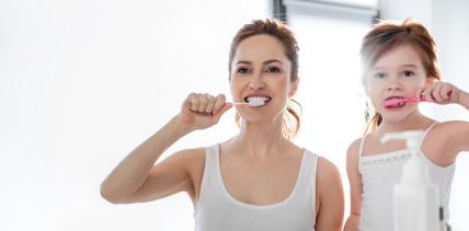 Vorbild bei der Mundhygiene: Wie die Mutter, so die Kinder?