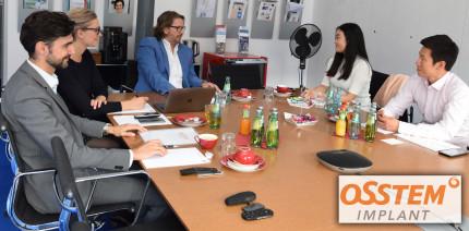 Zu Besuch in Leipzig: Osstem Implant blickt nach Europa