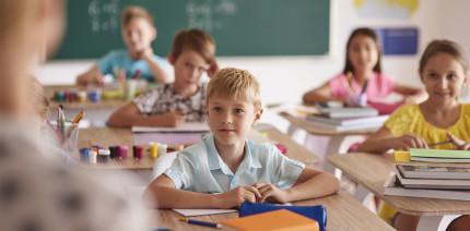 Aufklärung in Schulen zum Thema Mundhygiene: 5! Setzen!
