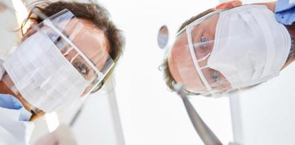 Sorgfältige Zahn- und Mundpflege während der Pandemie