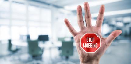 Mobbing: Wie Mitarbeitende schlechte Führung belohnen