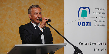 VDZI-Ehrenpräsident Lutz Wolf im Alter von 77 Jahren verstorben