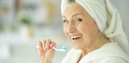 Mundpflegeprogramm für Senioren belegt Schutz vor Pneumonie