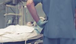 Zahnprothese während Koma vergessen? Patient klagt
