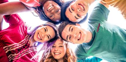 Pubertät: Übermütiger Lebensstil gefährdet die Zahngesundheit